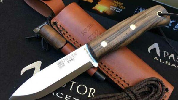 Cuchillo Joker Ember Nogal CN123-P con Pedernal
