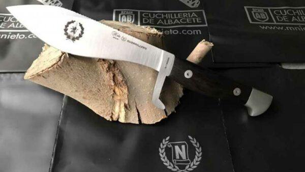 Cuchillo Nieto C.O.E de FNT Guerrillero
